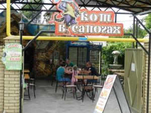 вид кафе с улицы Красной